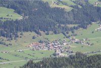 Schones Blick auf Dorf ab der Zwolfer